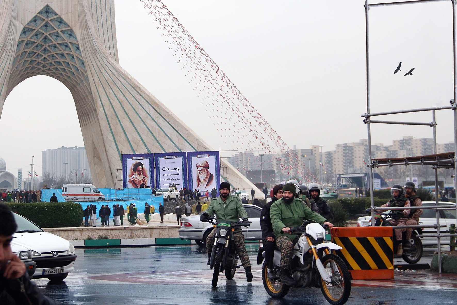 22 بهمن پلیس بسیج آزادی انقلاب سیاسی شاه پهلوی فرح