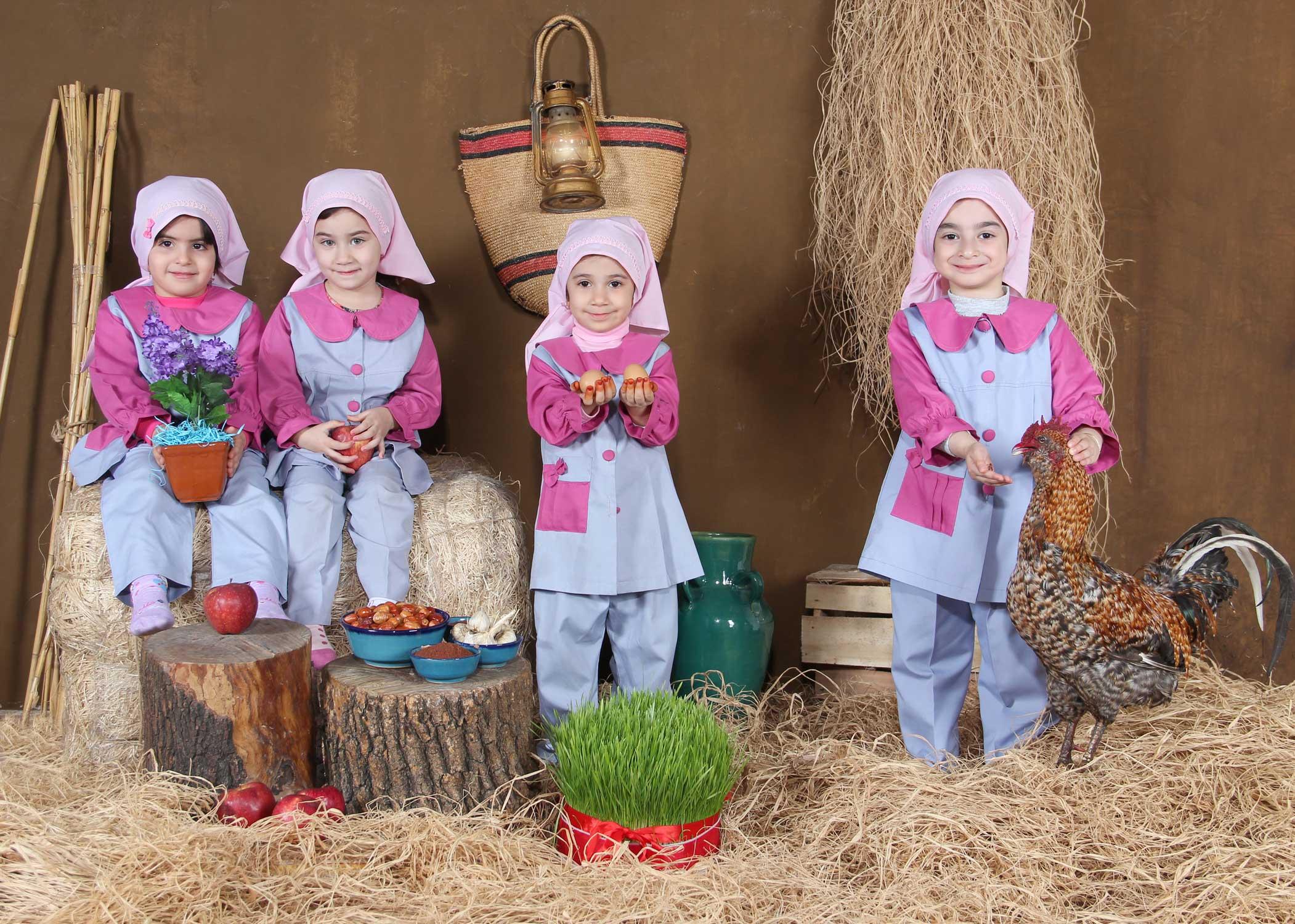 عکس نوروز و عکس عید در مدارس دکور نوروز سال خروس با لباس و دکور محلی توسط سهراب نعیمی مهدکودکها عکس کودک دکور خاص