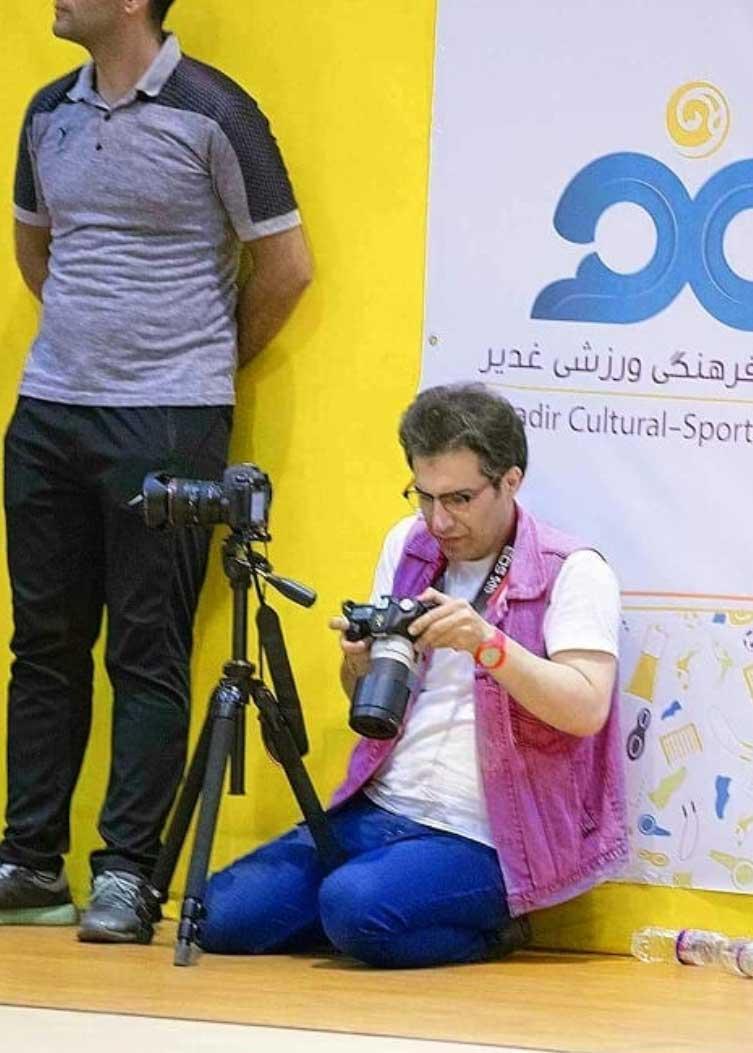 عکاسی ورزش فوتسال  سهراب نعیمی در حال عکاسی