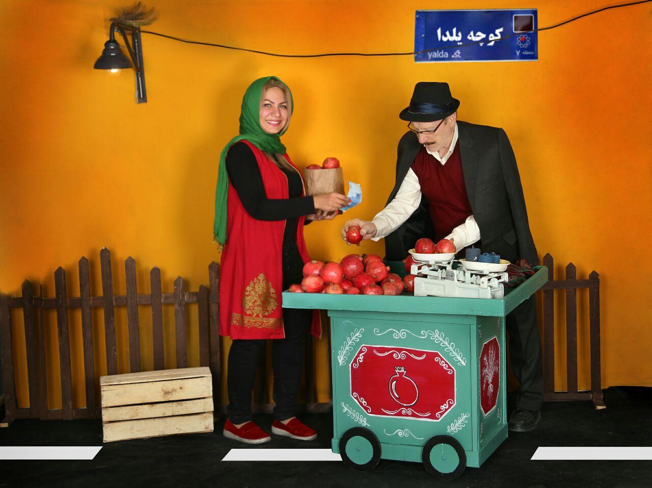 عکاسی مدارس شب چله دکور پاییزی انار فروشی توسط سهراب نعیمی