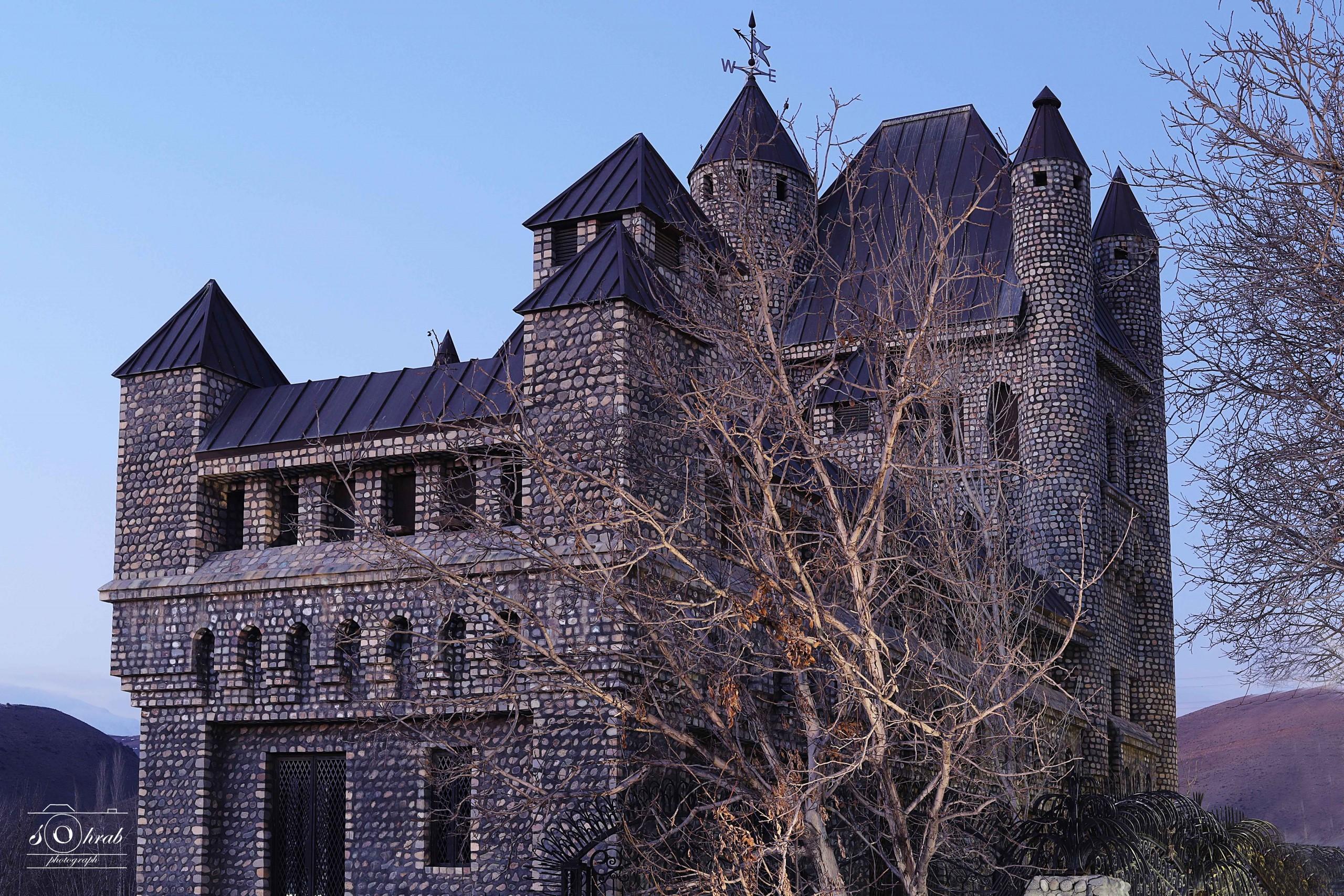 قلعه سحرآمیز آغشت